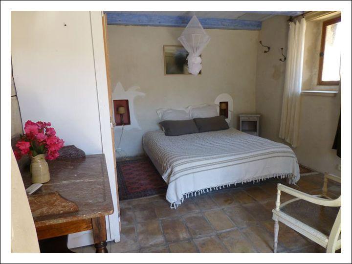 schönes Gästezimmer mit Terrasse